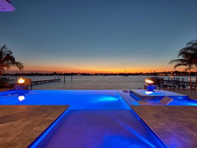 2100 Notre Dame, Lake Worth, FL - USA (photo 1)