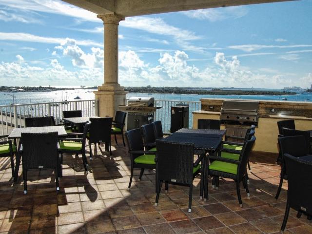 2640 Lake Shore 511, Riviera Beach, FL - USA (photo 1)
